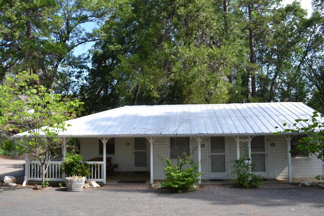 Uptown Unit 8 - Nona's Cottage