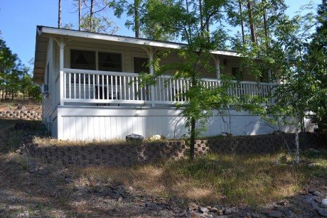 Cottage #5 Private Deck