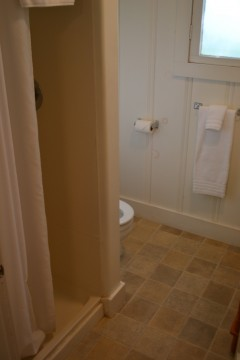 The Inn at Sugar Pine Ranch - Private Guest Bathroom