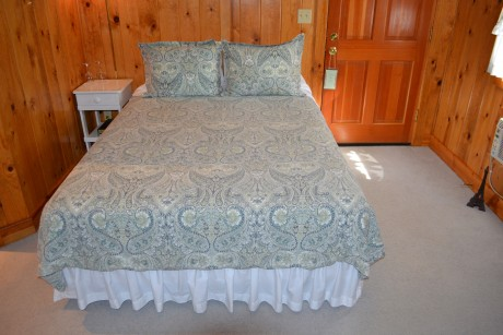 Inn at Sugar Pine Ranch: Cottage #3 Queen Bedding