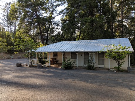 The Inn at Sugar Pine Ranch - Historic Uptown Motel units